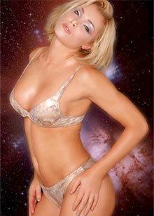 Người mẫu Nell McAndrew.
