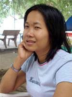 Nguyễn Ngọc Tư trong một quán cà phê trên đường Phan Ngọc Hiển, Cà Mau chiều 9/4. Ảnh: Nguyễn Công Thành (Tuổi trẻ).
