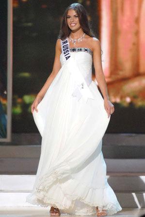 Hoa hậu Nga.