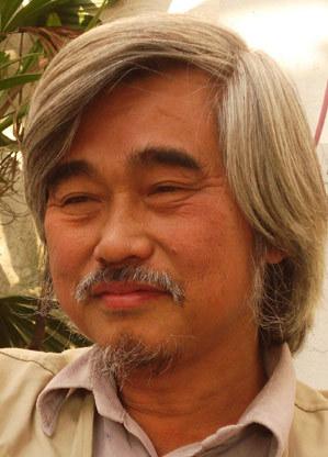 Dịch giả Đoàn Tử Huyến.