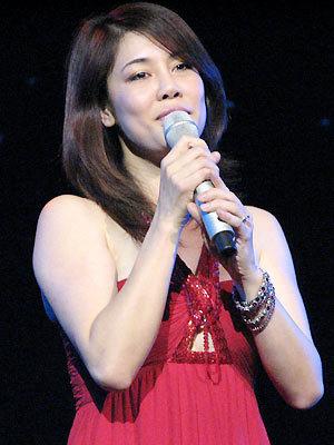 Thu Phương hát Đêm nằm mơ phố trong Duyên dáng Việt Nam 19. Ảnh: Kiến Huy.