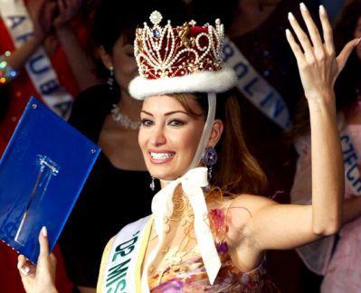 Christina Sayaya - người giành danh hiệu Miss International năm 2002 - từng trắng tay trong cuộc thi Miss World năm 2001.