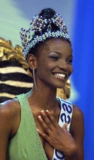 Agbani Darego - Miss World năm 2001 - chỉ lọt vào bán kết Hoa hậu Hoàn vũ 2001. Ảnh: Pegeant.
