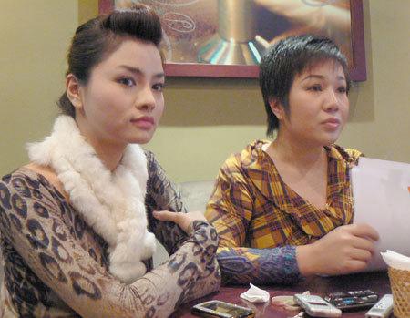 Siêu mẫu Vũ Thu Phương và bà Nguyễn Thu Trang trong buổi họp báo. Ảnh: Ngọc Trần.