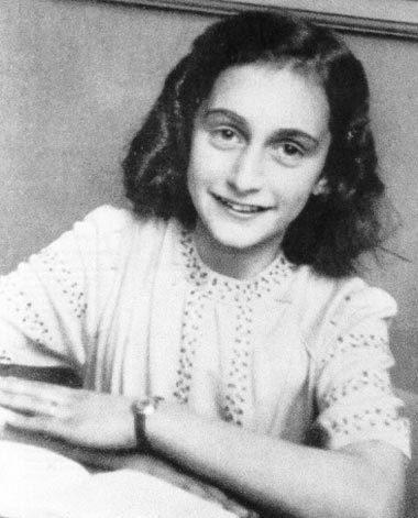 Cô bé Anne Frank.