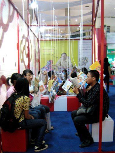Hội sách được tổ chức với nhiều hình thức độc đáo, thu hút độc giả.