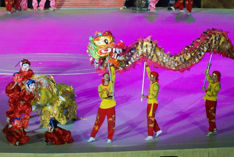 Rồng trở thành hình tượng xuyên suốt đêm nghệ thuật kết thúc Đại lễ.