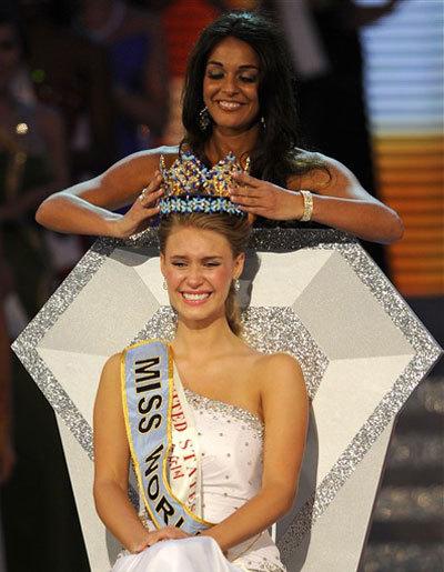 Hoa hậu Mỹ Alexandria Mills.
