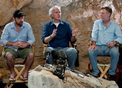 Đạo diễn James Cameron và các đồng nghiệp trên trường quay. Ảnh: Rogue.