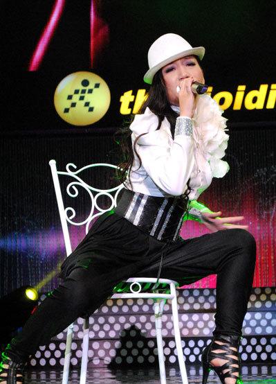 Anh Trang với phần biểu diễn vũ đạo hấp dẫn trong ca khúc