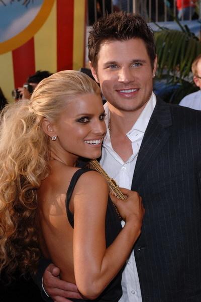 Jessica Simpson và Nick Lachey từng là cặp vợ chồng đẹp của làng giải trí Mỹ vào đầu thập niên 2000. Hai người kết hôn năm 2002 nhưng chia tay sau bốn năm chung sống. Ảnh: jessicasimpson.