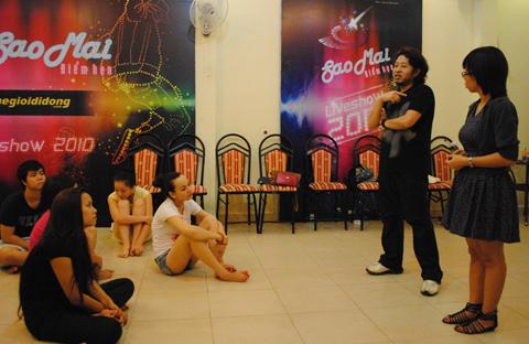 Sau buổi tiệc các thí sih không quên luyện tập cho đêm thi cuối cùng tại Phú Yên.