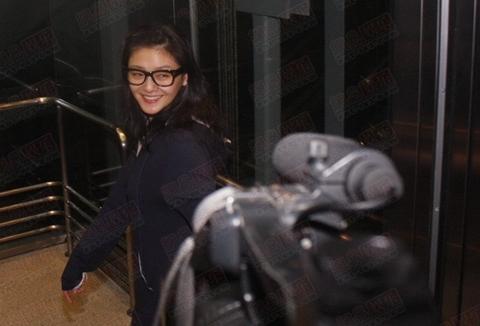 Từ Hy Viên tươi cười trước ống kính. Ảnh: 163.
