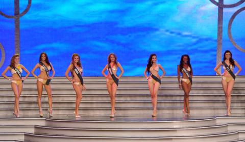 14 người đẹp vào bán kết khoe sắc trong trang phục bikini.