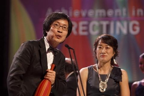 Lee Chang Dong nhận giải Đạo diễn xuất sắc.
