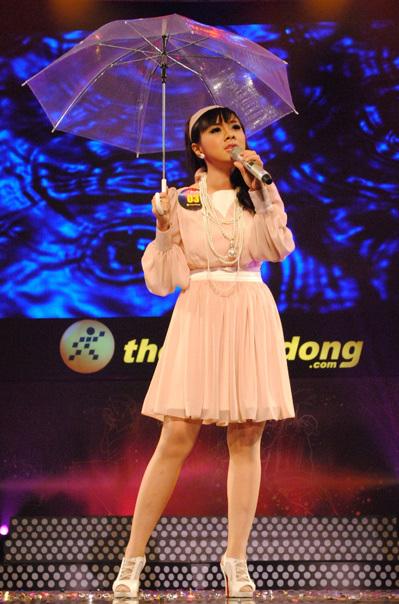 Lan Trinh thể hiện ca khúc