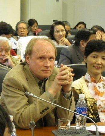 Ông Vladimir Tolstoy tham gia hội thảo hôm 9/12 tại Viện Khoa học xã hội Việt Nam ở Hà Nội.
