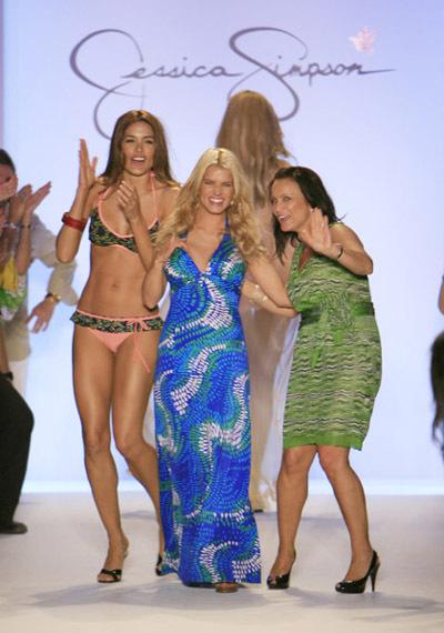 Một show thời trang riêng của Jessica Simpson.