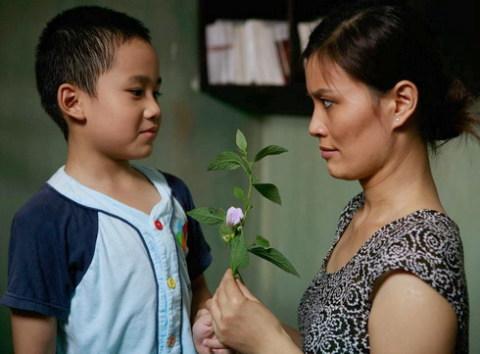 Diễn viên nhí Phan Thành Minh (vai Bi) và Hoa Thúy (vai người cô). Ảnh: Đ.D.