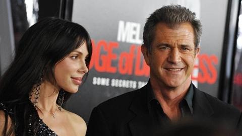 Oksana Grigorieva và Mel Gibson. Ảnh: AFP.