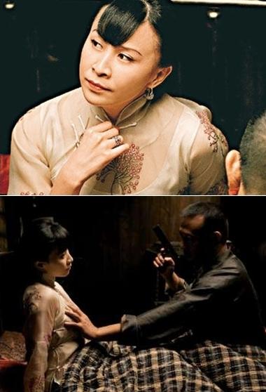 Lưu Gia Linh trong cảnh phim nhạy cảm với Khương Văn.
