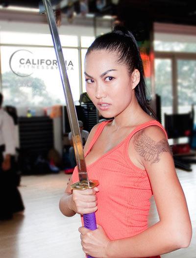 Phi Thanh Vân khiến nhiều người ngạc nhiên khi cô xuất hiện tại phòng tập California Wow với trang phục thể thao gọn gàng, khoe hình xăm đại bàng rất bặm trợn.