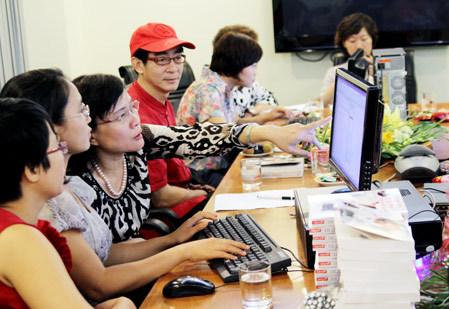 Quang cảnh buổi phỏng vấn trực tuyến tại tòa soạn báo VnExpress.net.