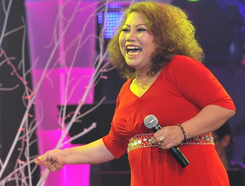 Ca sĩ Siu Black mặc dù làm giám khảo của Vietnam Idol nhưng hàng đêm diễn của SMĐH, cô đều có mặt để theo dõi. Ảnh: Lý Võ Phú Hưng.