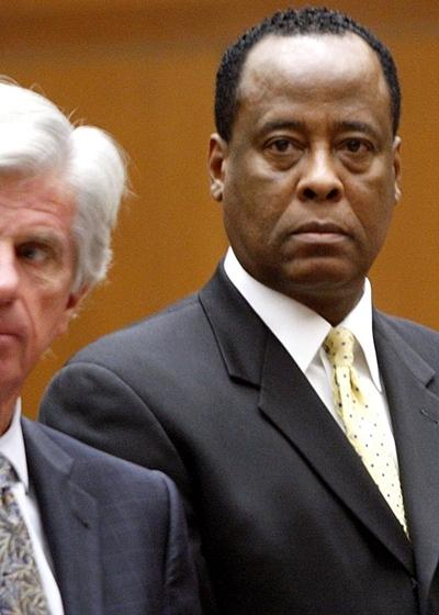 Bác sĩ Conrad Murray dự phiên tòa xử tội ngộ sát Michael Jackson hồi tháng 6. Ảnh: AFP.
