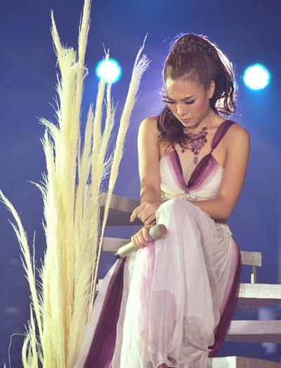 Hình ảnh trên sân khấu được đạo diễn Nguyễn Trang thể hiện như ngôn ngữ điện ảnh. Ảnh: Lý Võ Phú Hưng