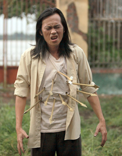 Hoài Linh và một cảnh quay gây hiệu ứng 3D thú vị cho người xem trong phim.