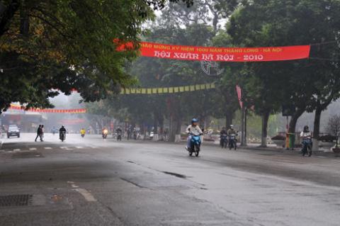 Đường phố vắng lặng, yên bình trong ngày đầu tiên của năm mới. Ảnh: Hoàng Hà.