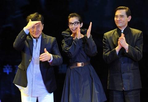 Thành Long, Lý Băng Băng và Triệu Văn Tuyên giới thiệu