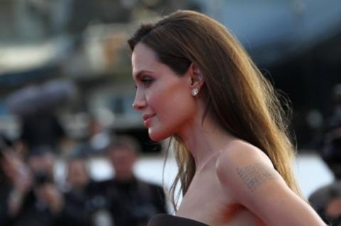 Sự xuất hiện của Angelina khiến LHP năm nay càng thêm nhộn nhịp.