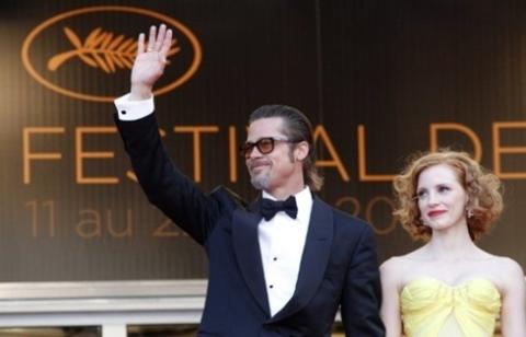 """Brad Pitt và bạn diễn Jessica Chastain trong """"The Tree of Life""""."""