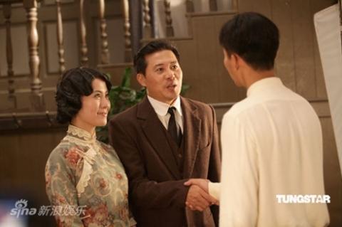 Hai nhân vật vợ chồng Trần Công Bác và Lý Lệ Trang, do Đông Thụy Hân và Diệp Tuyền thể hiện.