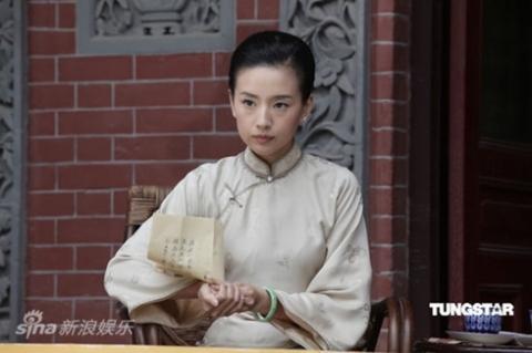 Đổng Khiết trong vai Tống Khánh Linh.