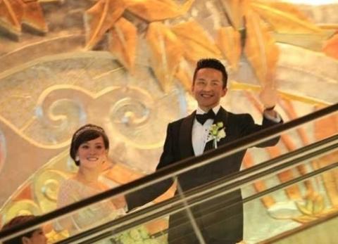 Đám cưới Đặng Siêu (Deng Chao) và Tôn Lệ (Sun Li) diễn ra tại khách sạn Ritz-Carlton ở Thượng Hải tối 7/6.
