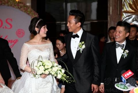 Đặng Siêu và Tôn Lệ từng đóng chung trong phim truyền hình Mật ngọt. Năm 2010, cả hai nhận lời đóng trong Họa bích, tác phẩm dự kiến ra mắt vào năm nay.