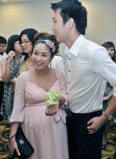 """Ốc"""" Thanh Vân cùng chồng đi dự một sự kiện khi cô đang ở tháng cuối của thai kỳ. Ảnh: Huy Tân."""