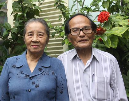 Nhà thơ Giang vợ tuổi ngoài tám mươi vẫn hạnh phúc bên nhau.
