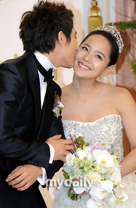 Chú rể Ki Tae Young từng bày tỏ sự hãnh diện vì được rước về dinh một ngôi sao xinh đẹp và được hâm mộ như Eugene.