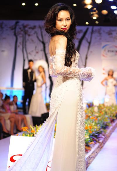 Người mẫu Thùy Linh.