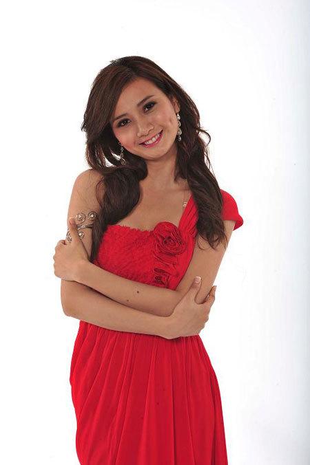 Năm 2010, cô sinh viên Đại học Khoa học Nhân văn tham gia Hoa hậu Việt Nam và lọt vào vòng chung kết.