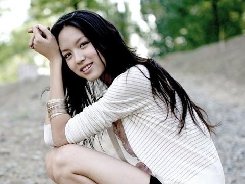 Số tiền hoa hậu ủng hộ cho em Trương Tử Linh bị thất lạc hơn một nửa khiến gia đình em bé nghi ngờ quỹ từ thiện.
