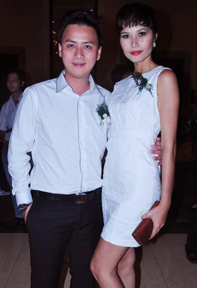 Nhà thiết kế Văn Thành Công và người mẫu Trang Lạ (phải).