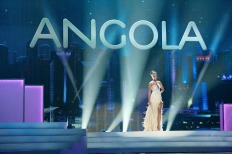 Leila Lopes, 25 tuổi, đem về chiến thắng đầu tiên cho Angola và chiến thắng thứ tư cho châu Phi tại Miss Universe.