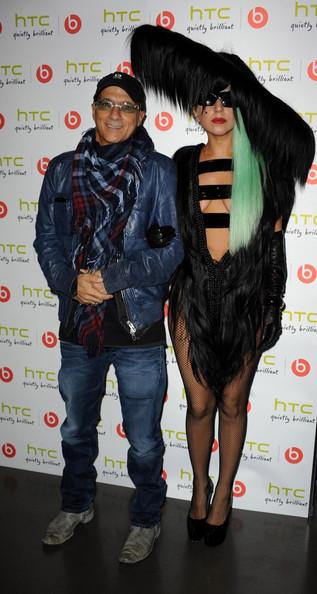 Lady Gaga chụp ảnh cùng nhà sản xuất âm nhạc người Mỹ Jimmy Iovine.