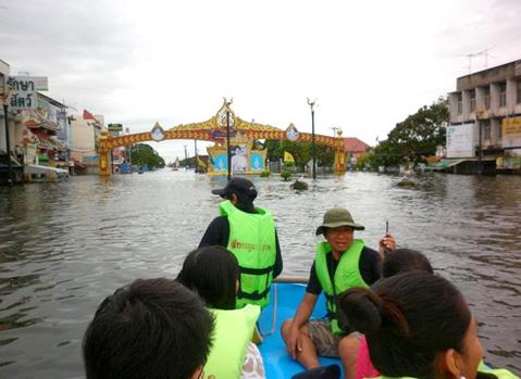 Nước lũ ngập mênh mông ở Thái Lan.