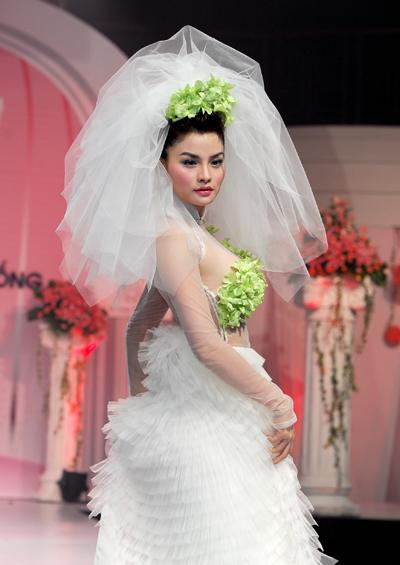 Vũ Thu Phương trong hình ảnh cô dâu. Ành: Lý Võ Phú Hưng.